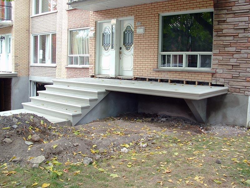 Construction nola escalier balcon dalle trottoir en for Balcon in english